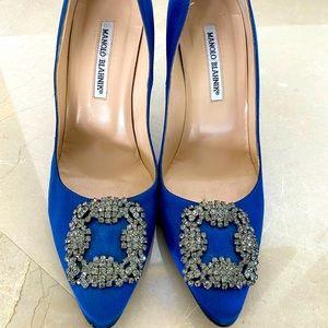 Blue Classic Manolo Blahnik pumps
